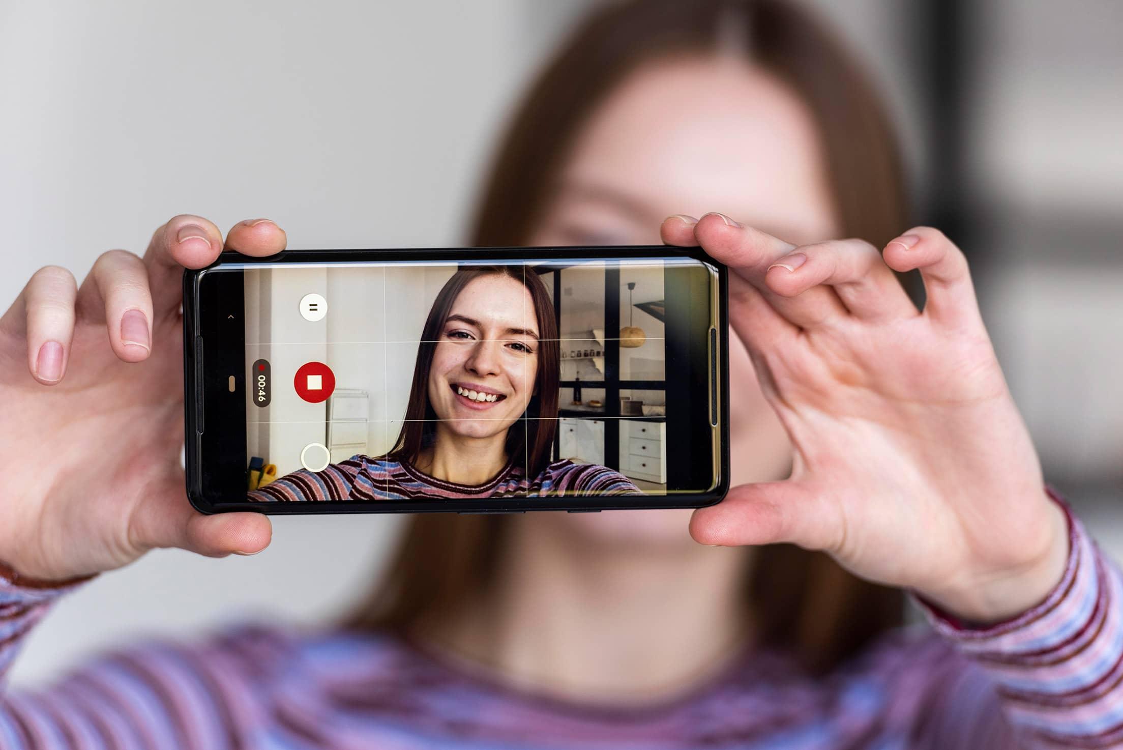 ¿Crees que te hackearon Instagram? Instagram te pedirá quegrabes un video selfie para autenticar tu identidad.